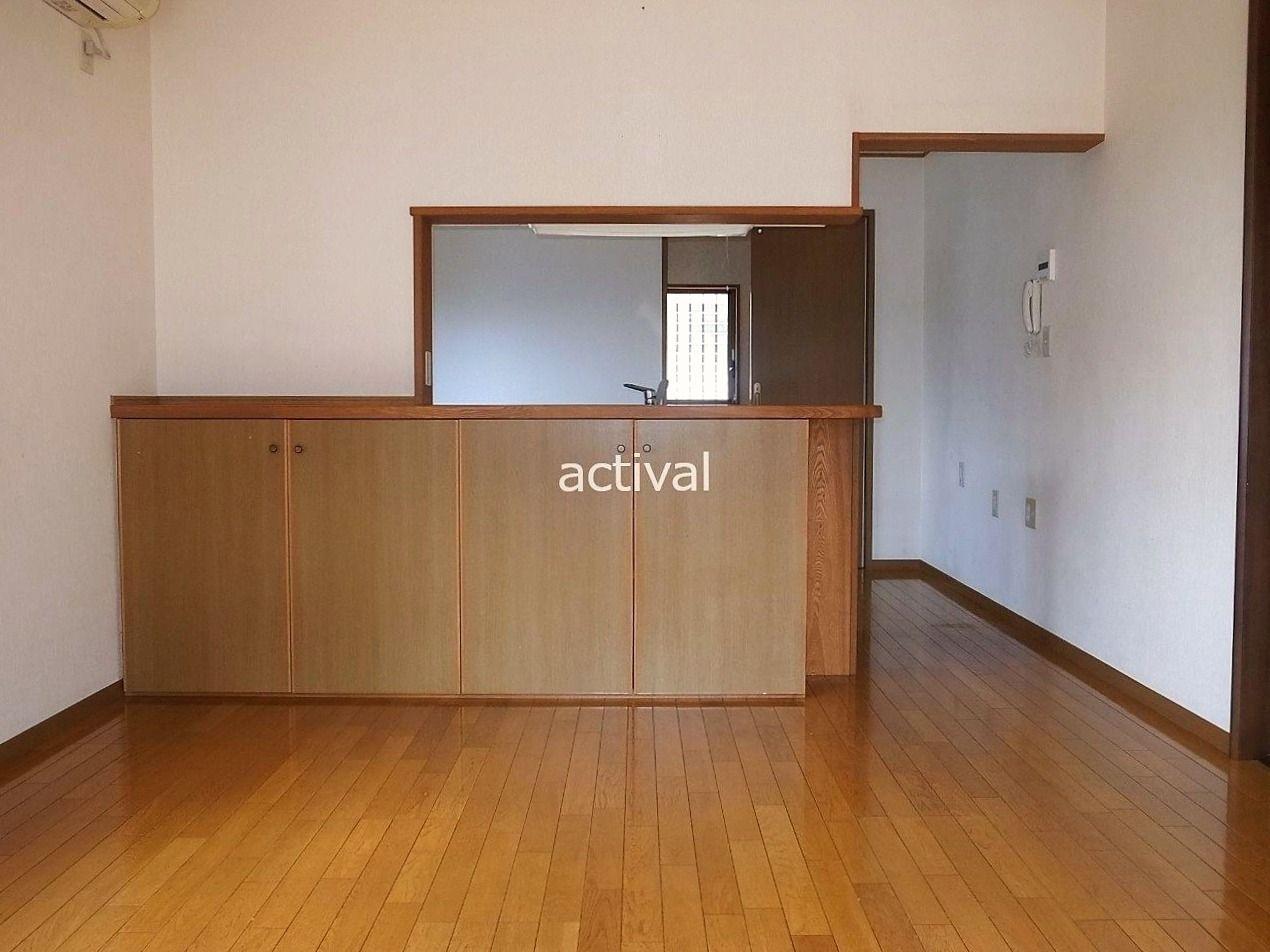 対面キッチンは、リビングの様子がわかって開放感があります。家族とコミニュケーションが取れる場所の1つです。