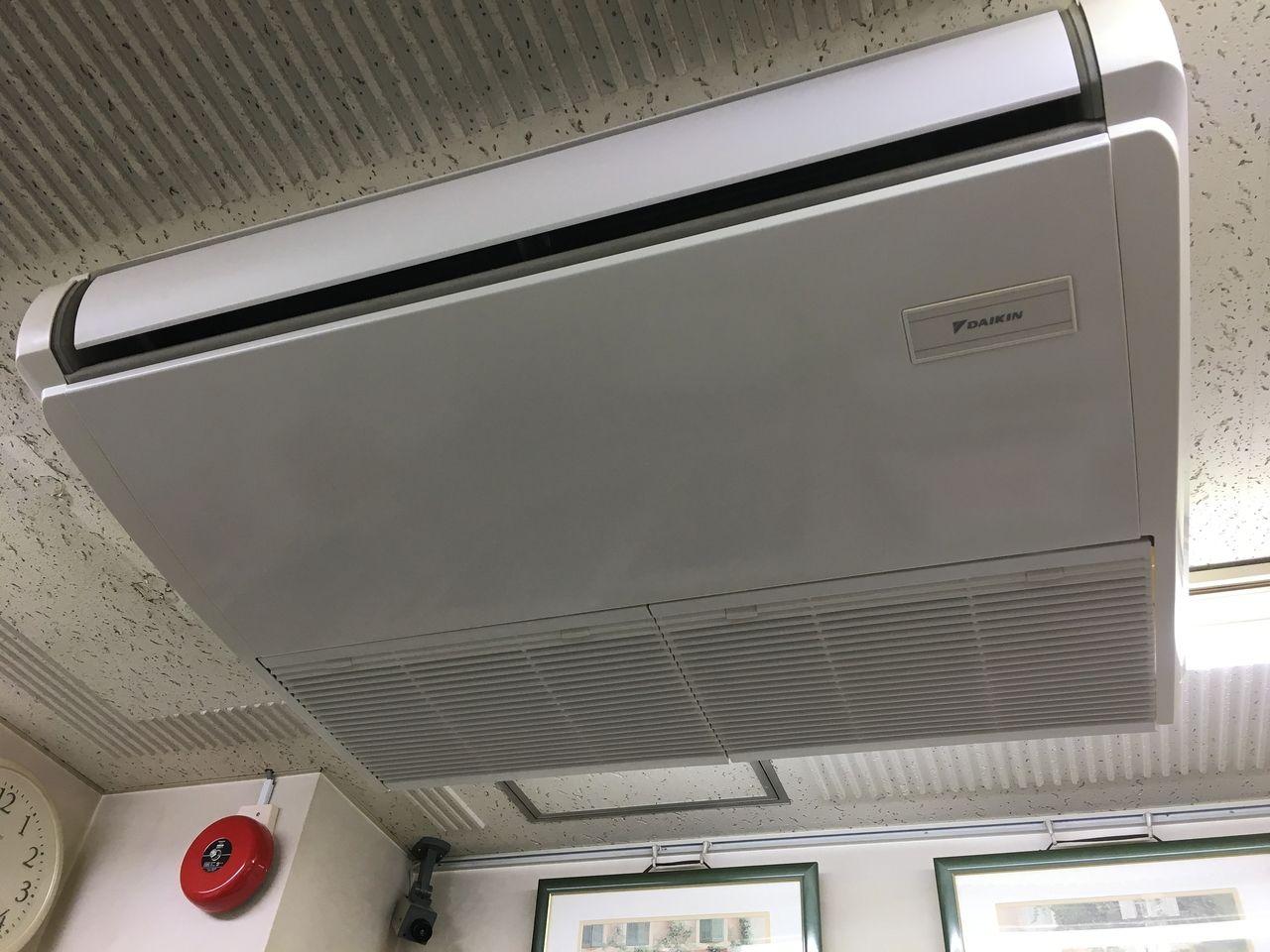 ア・ス・ヴェルデ管理事務所のエアコンフィルターを清掃しました!!