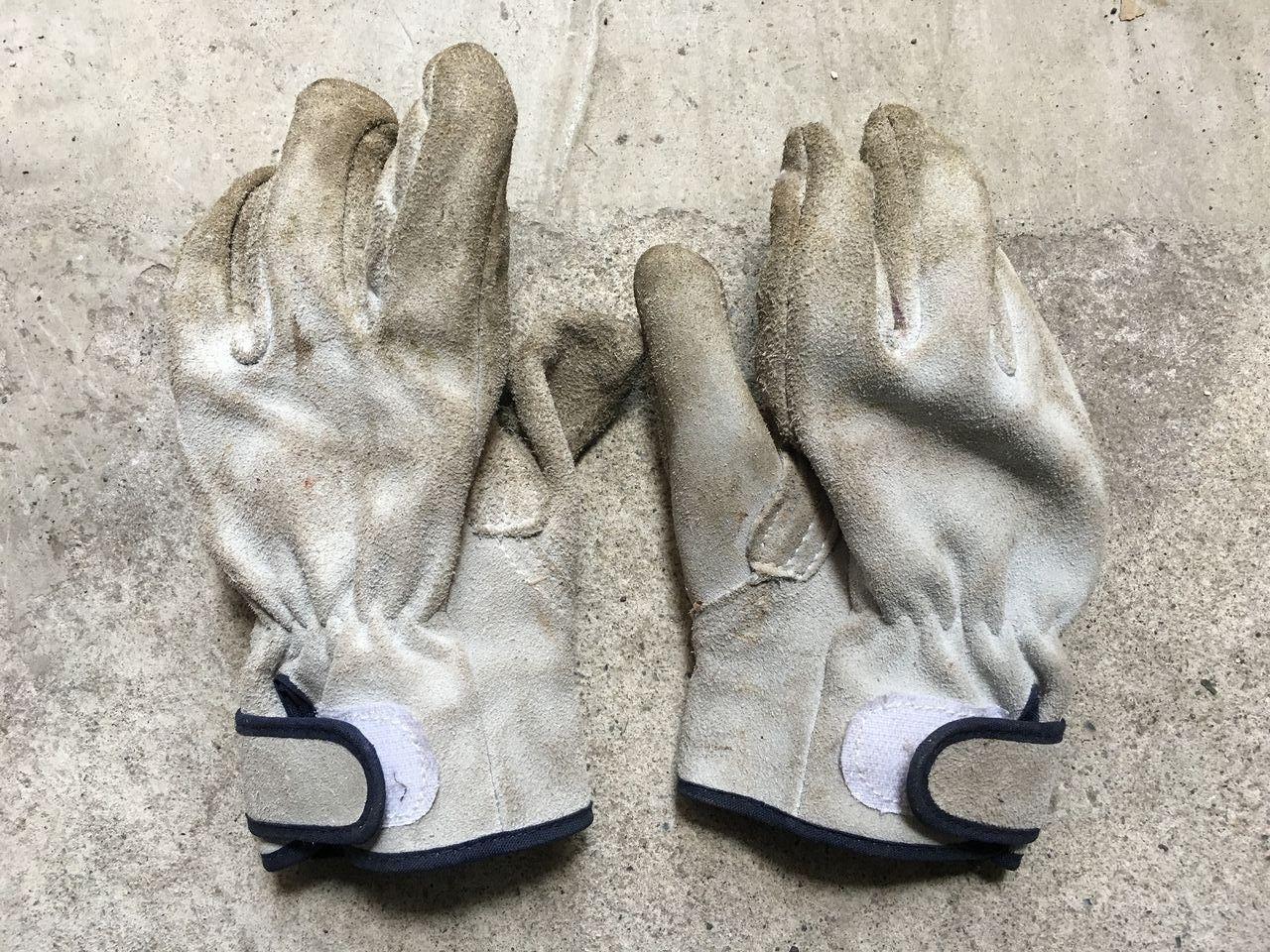 ワークマンの厚手の皮手袋(掌側)です!!