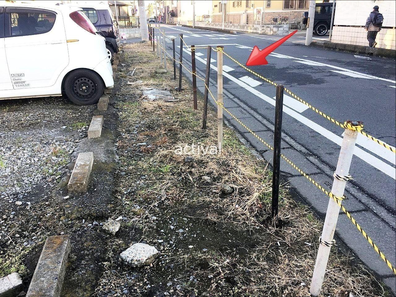 駐車禁止として月極駐車場でのトラロープ使用例です。