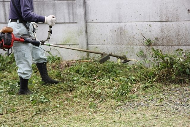 自分で除草・草刈りをする月極駐車場のオーナーさん ~アクティバルの月極駐車場管理㉕~