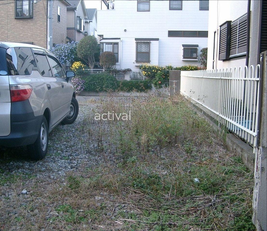 月極駐車場に雑草が生えていると車が駐車しにくいです!
