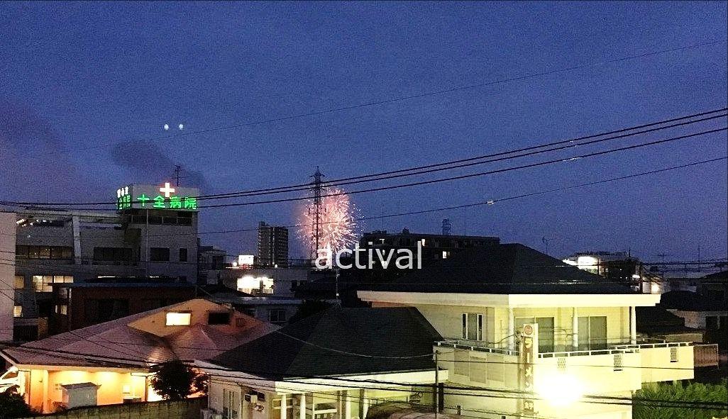 「ア・ス・ヴェルデ」の3Fにあるルーフガーデンから越谷花火大会の花火を見ています!!