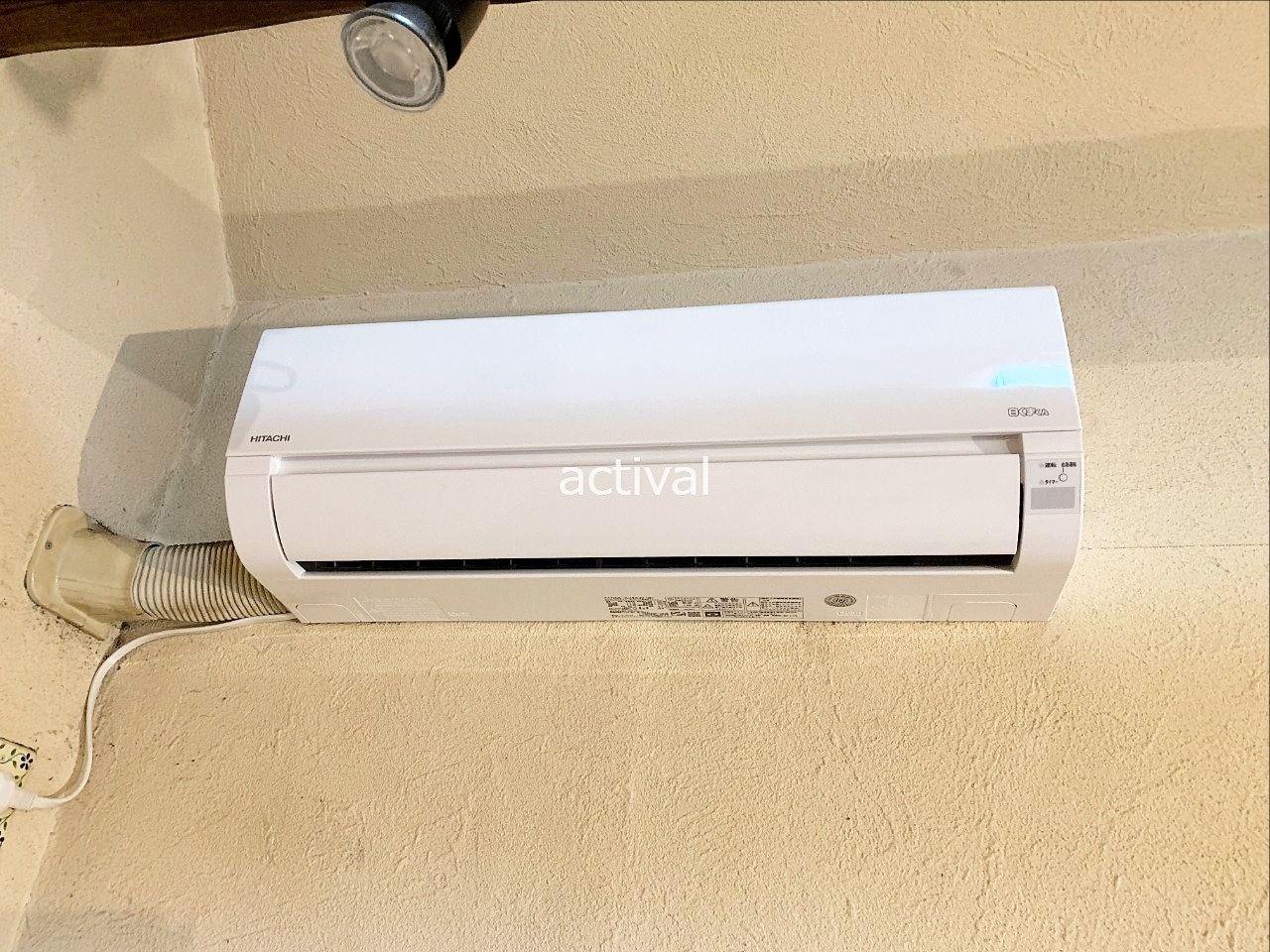 壁掛け型エアコンの取り付けが完了しました。