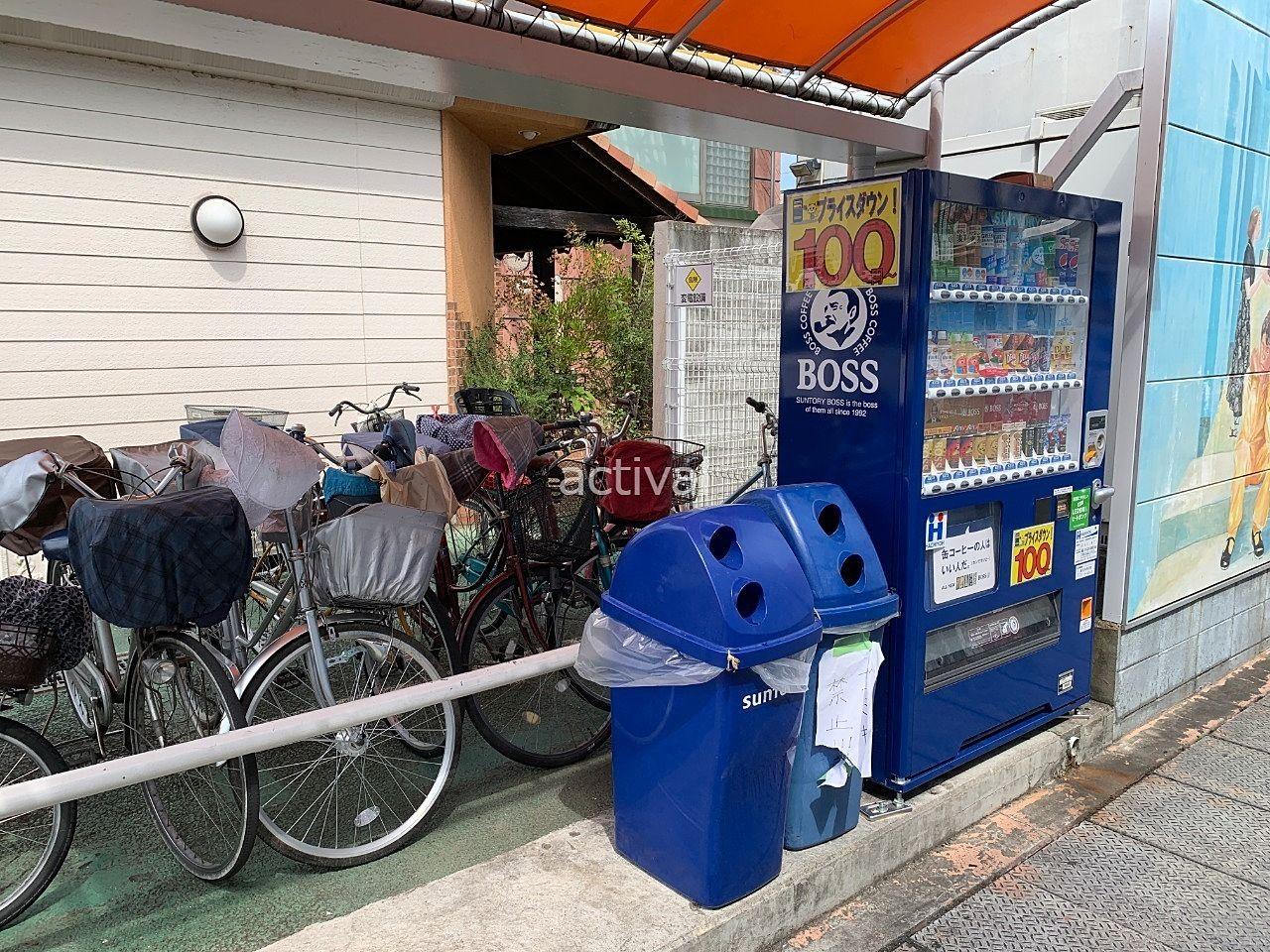 ゴミが捨てられるア・ス・ヴェルデの駐輪場(スペース)です。