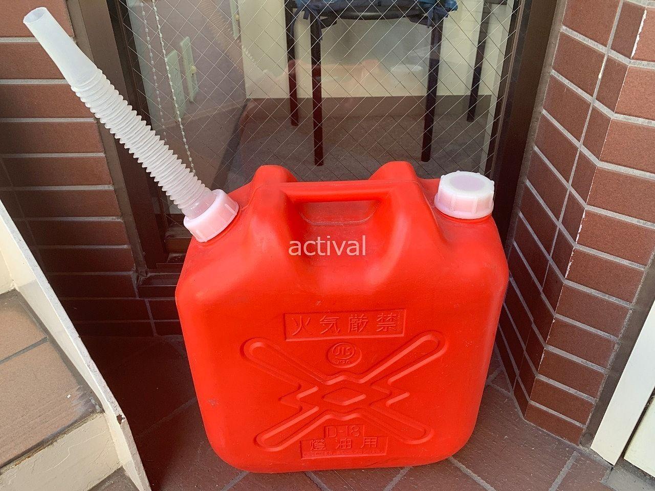 当社の月極駐車場管理で使っている水を入れるポリタンクです。