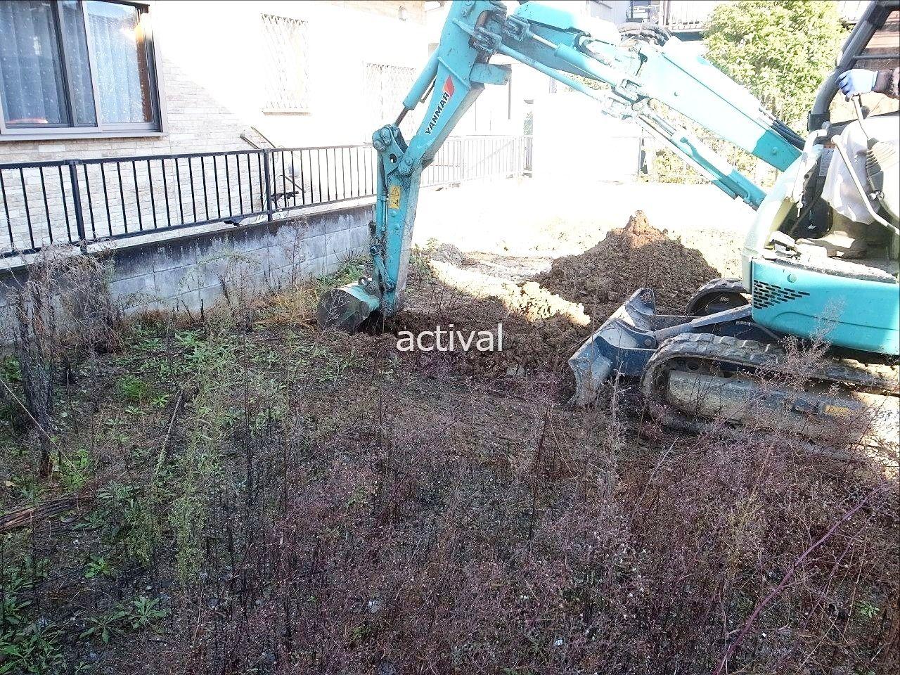 ガラの確認で実際の土地を掘り始めた様子です。