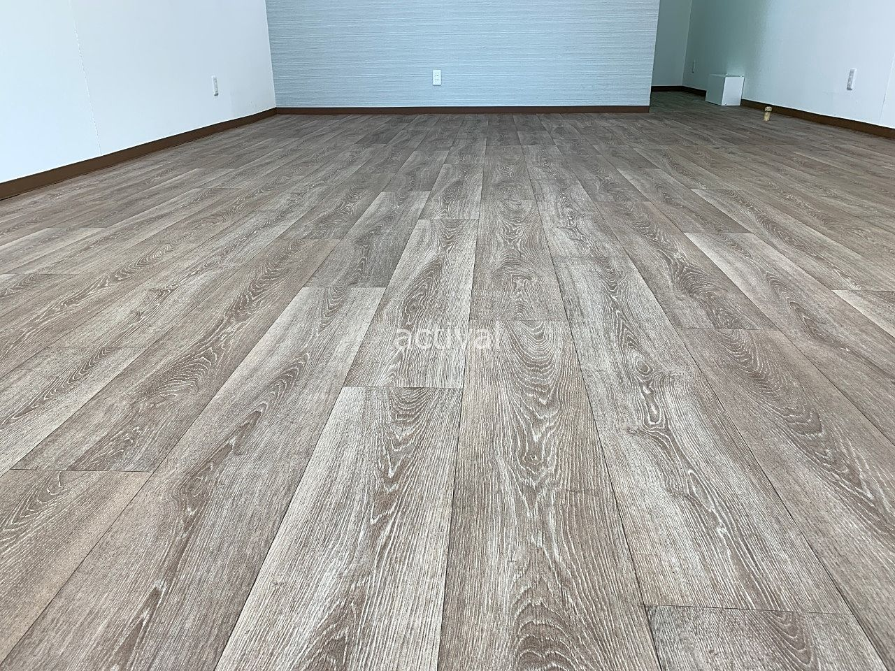 ア・ス・ヴェルデⅡ週貸し店舗の掃き掃除完了です!