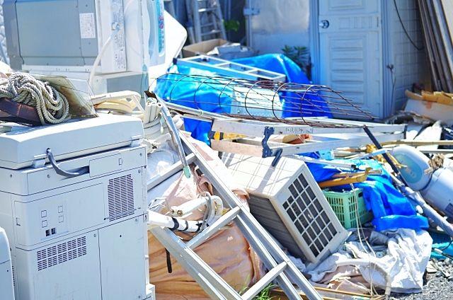 売主の残置物を買主が引き取ったが、買主は処分できずに残遺物を空き地に不法投棄してしまったケース ~実際にあった不動産の相談事例②~