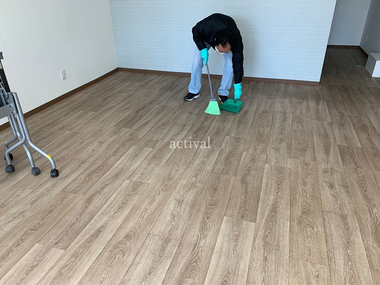 ア・ス・ヴェルデ週貸し店舗内の掃き掃除をしました!