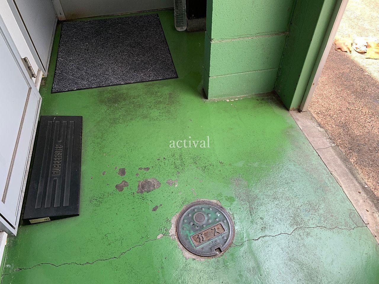 ア・ス・ヴェルデⅢの共用スペースの床を水拭きして掃除しました。