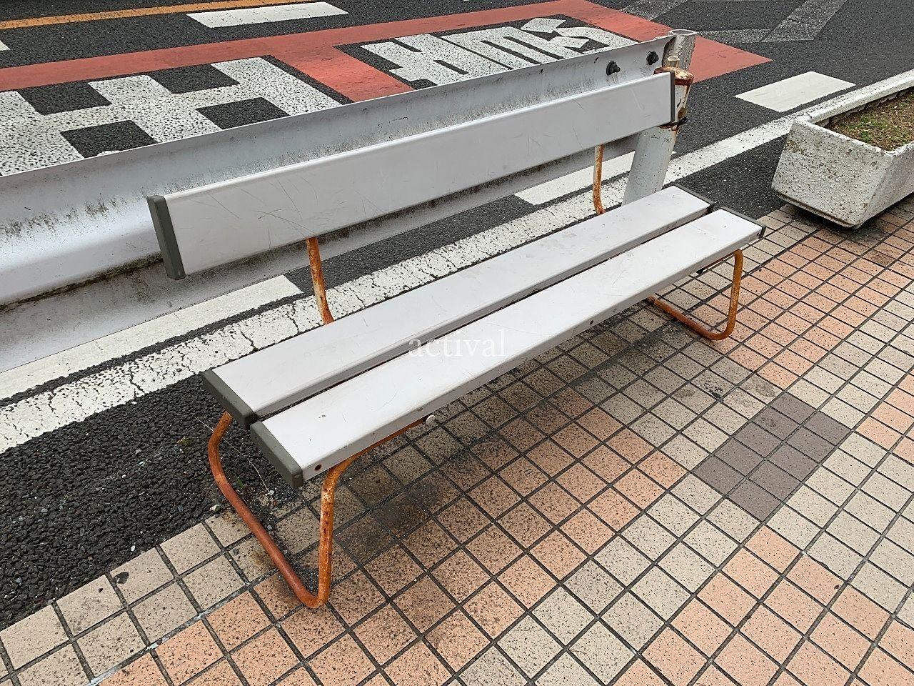 ア・ス・ヴェルデのベンチの脚を塗装します!