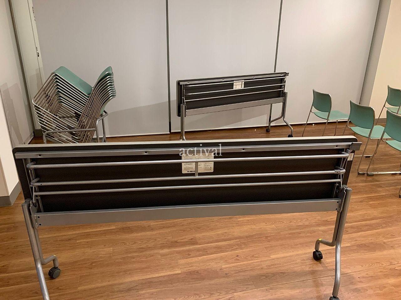 ア・ス・ヴェルデホールの長テーブルを1つ1つ点検します!