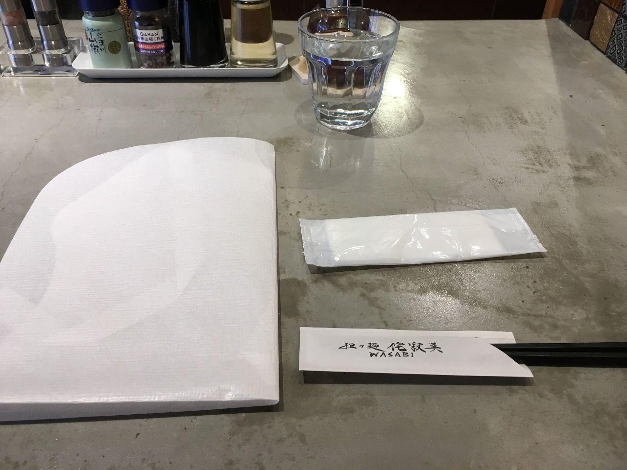 紙エプロンが用意されています!!