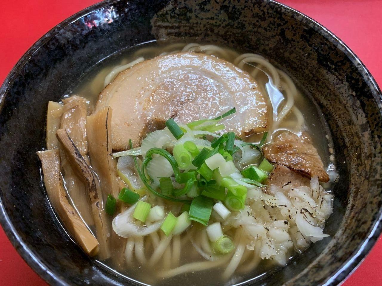 塩味貝出汁魚介麺の透き通ったスープです!