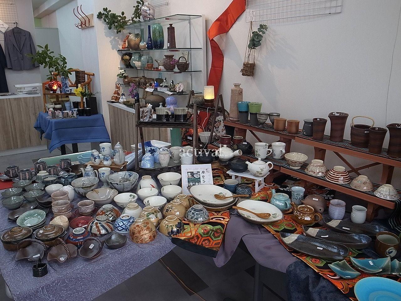 ア・ス・ヴェルデ「週貸店舗」での陶器の販売・展示です。