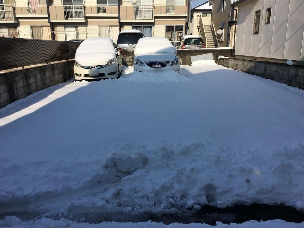 当社で管理している駐車場は一面雪です!!