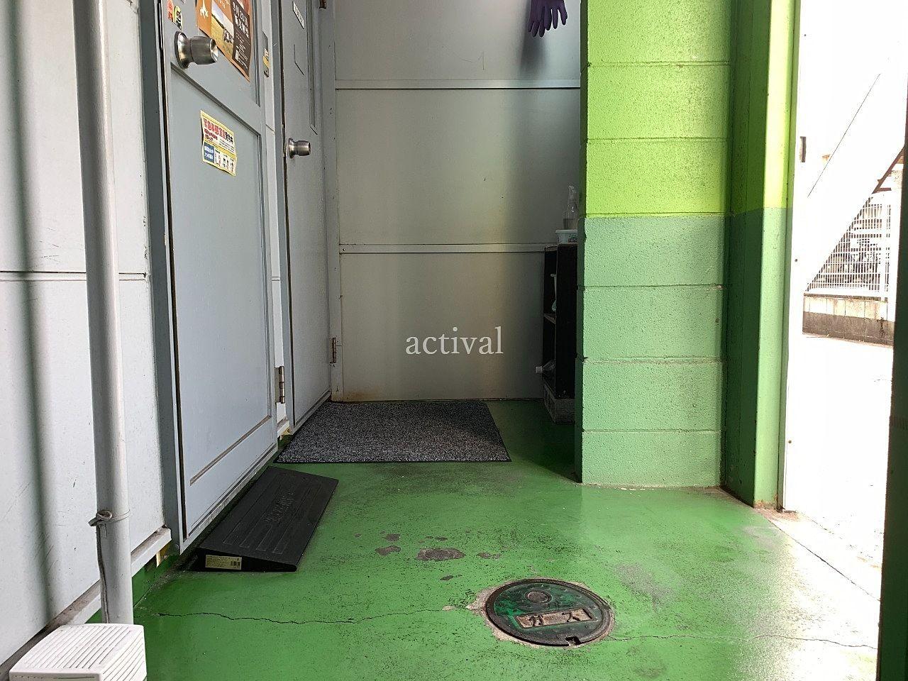 ア・ス・ヴェルデⅢ共用スペースの床掃除です。
