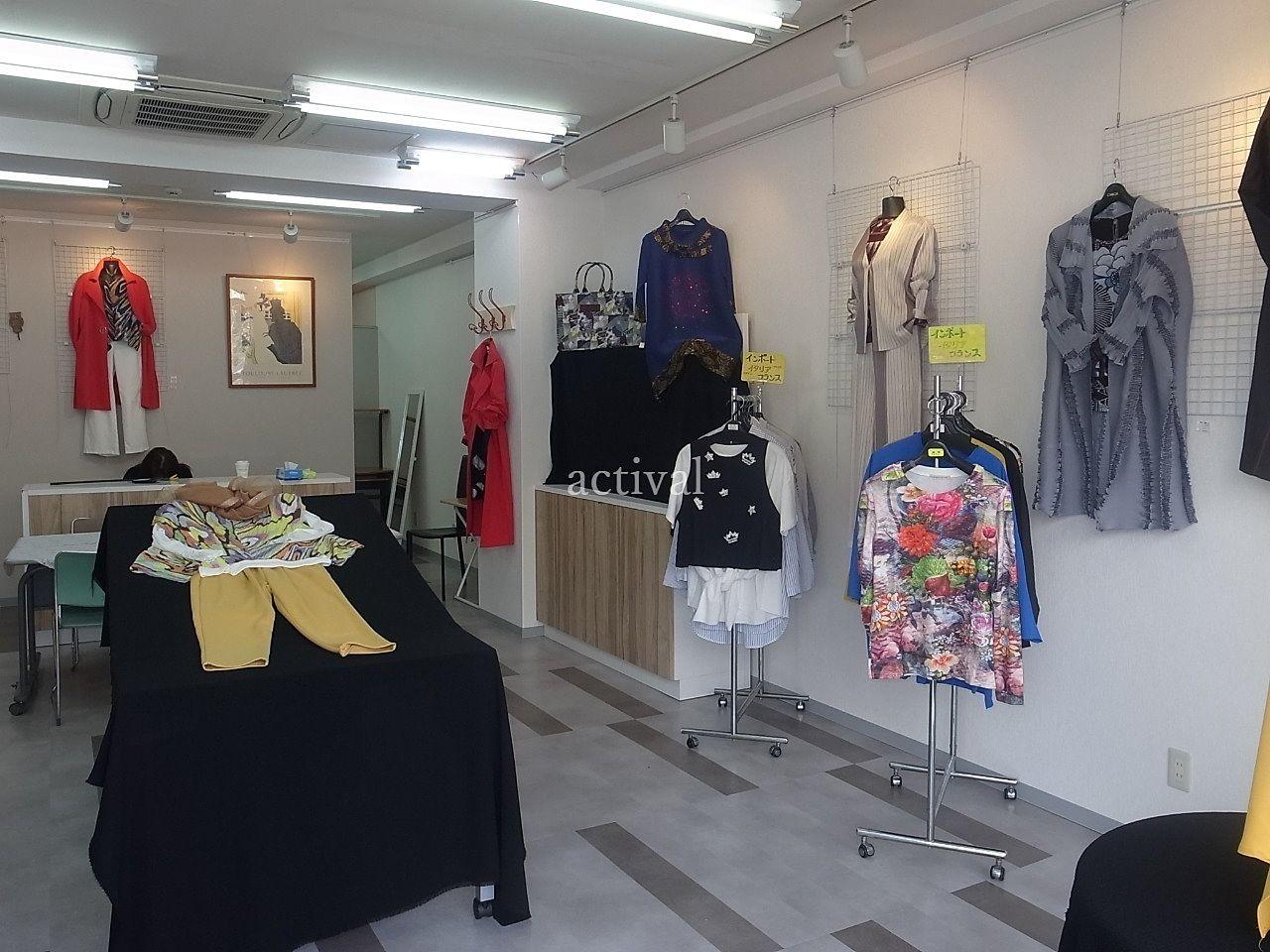 ア・ス・ヴェルデ「週貸店舗」で定期的に出店しているインポート婦人服販売です。