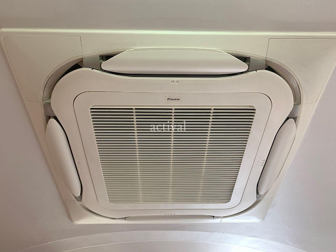 ア・ス・ヴェルデホールロビーのエアコンを掃除しました。