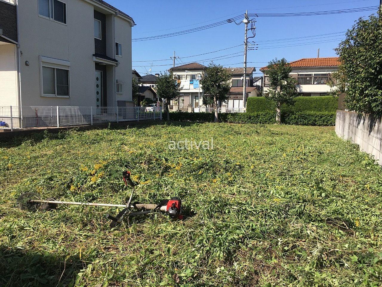 敷地いっぱいに伸びていた雑草を当社が引き渡し前に除草(草刈り)作業をした土地です。売主様に代わってこのような売却に必要なこともサポートします。
