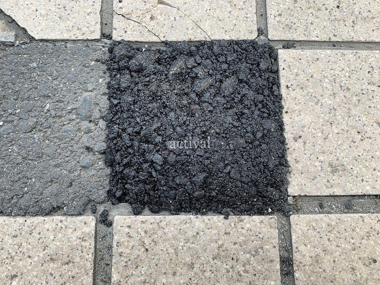 ア・ス・ヴェルデⅡ前の歩道のタイルを補修しました。