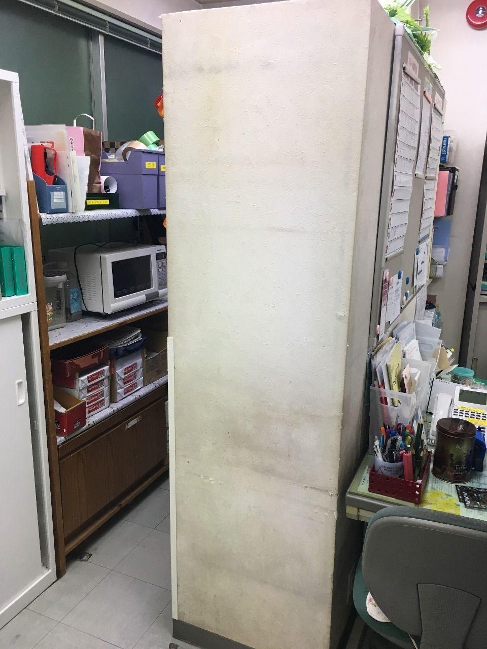 ア・ス・ヴェルデ管理事務所内の壁紙の汚れがひどい!!