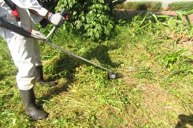 月極駐車場の除草で草刈り機を使う? ~アクティバルの月極駐車場管理125~