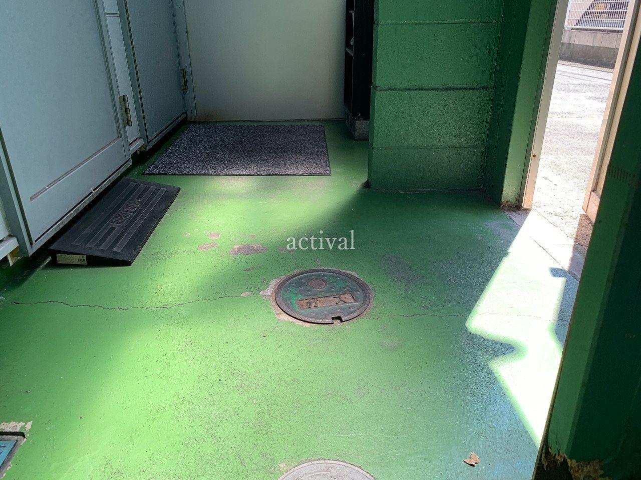 ア・ス・ヴェルデⅢ共用スペースの床掃除(水拭き)をしました。