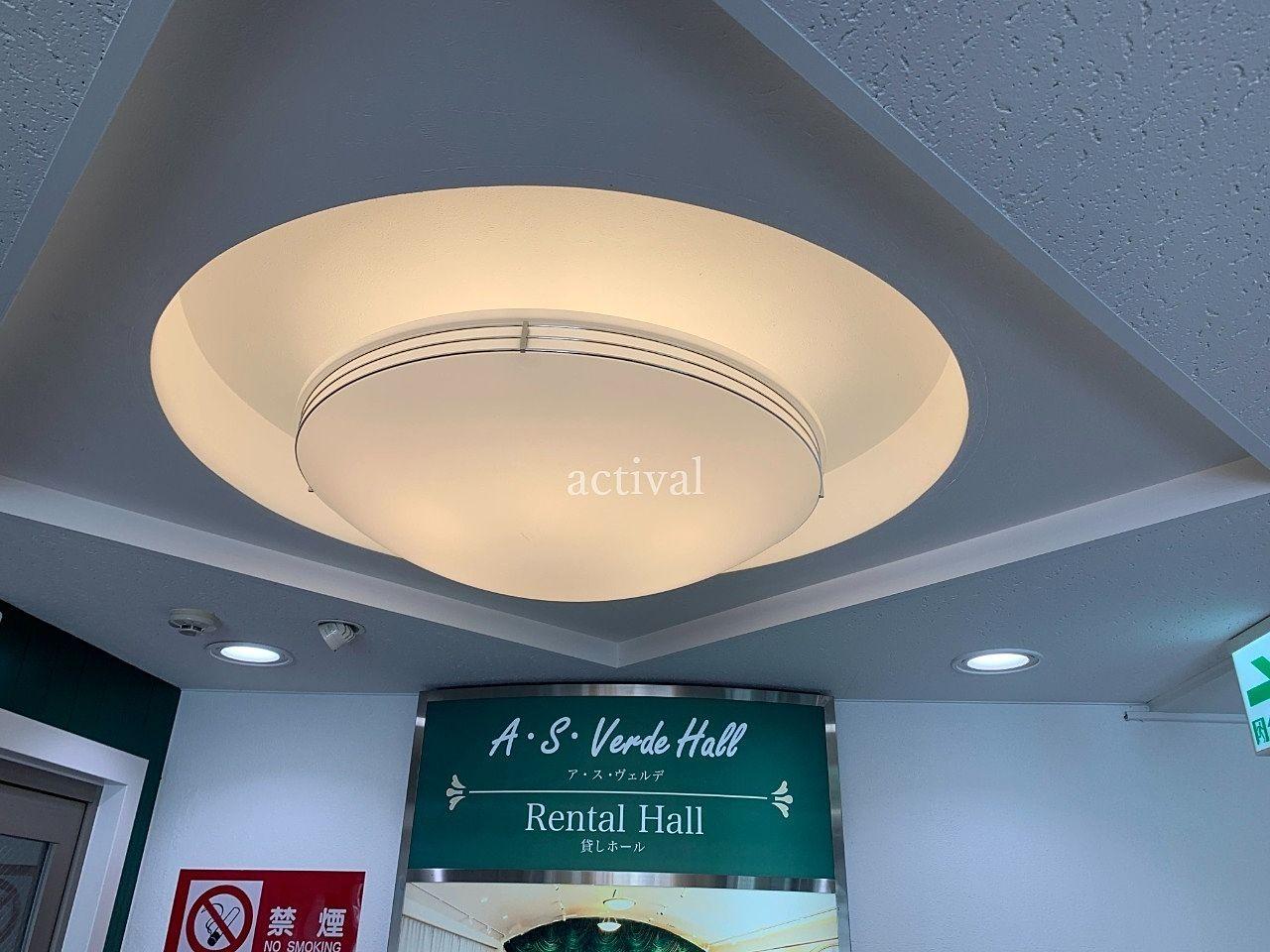 ア・ス・ヴェルデⅡのア・ス・ヴェルデホールにある虫が入った照明カバーをきれいに掃除しました。