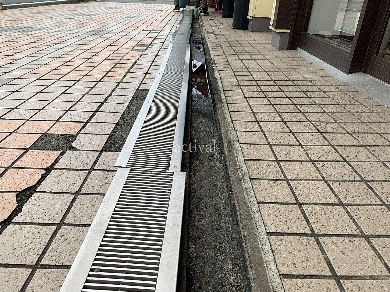 ア・ス・ヴェルデⅢの排水溝の清掃です。