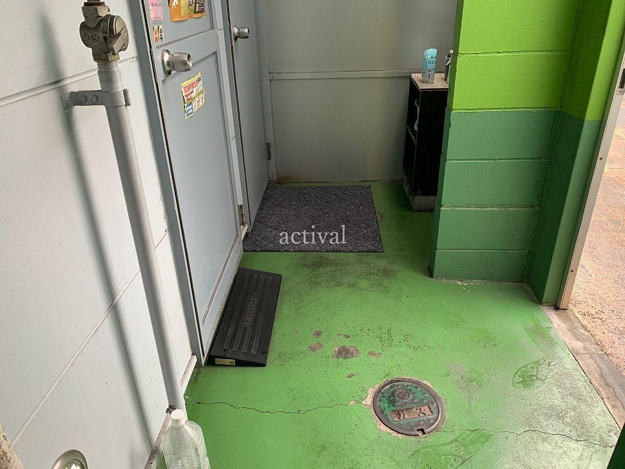 ア・ス・ヴェルデⅢの共用スペース内を清掃しました。