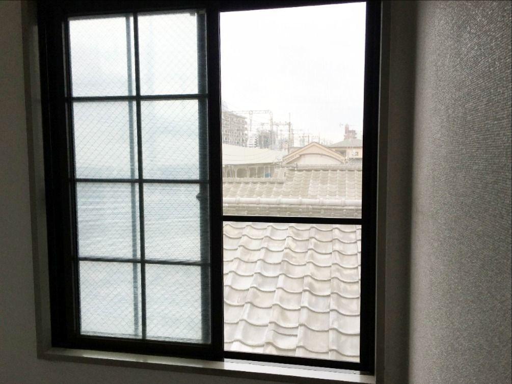3階の窓に取り付けて網戸の張り替え作業完了です!!