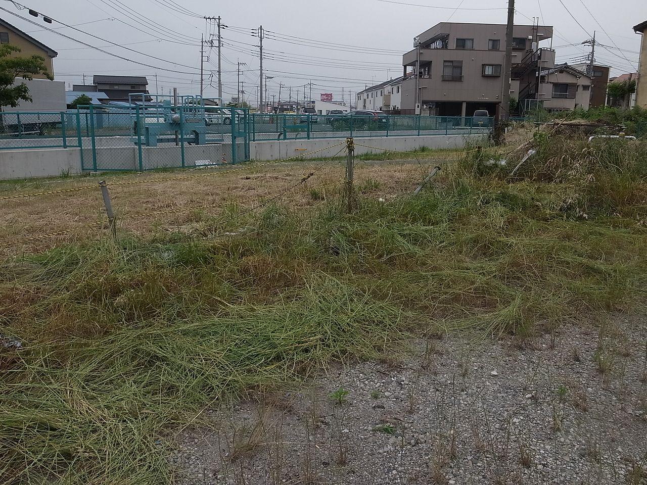 こちらの月極駐車場は草刈り機で草を刈りました!!