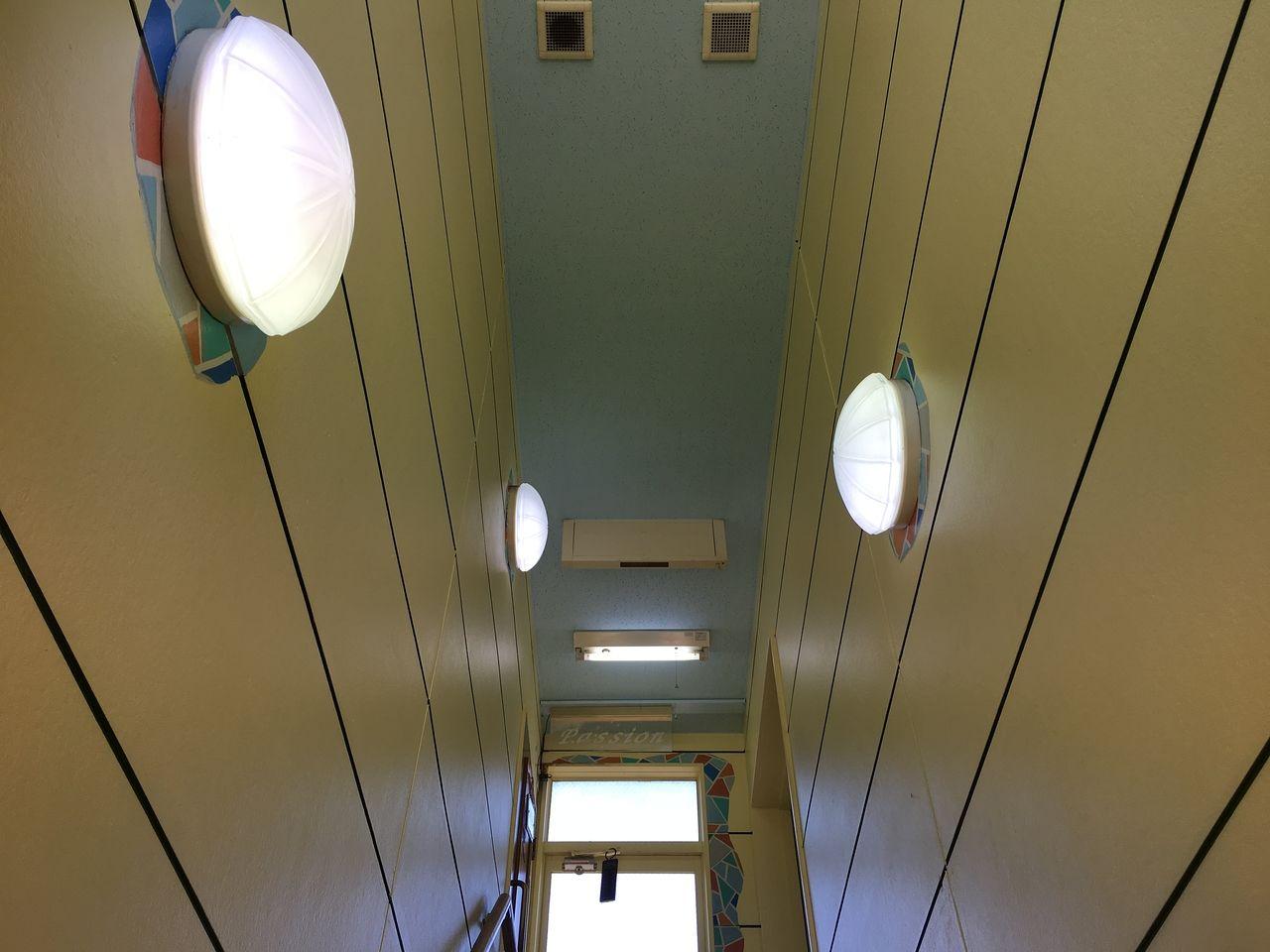 ア・ス・ヴェルデⅢの階段部分にある電気3つとも蛍光灯を交換しました!