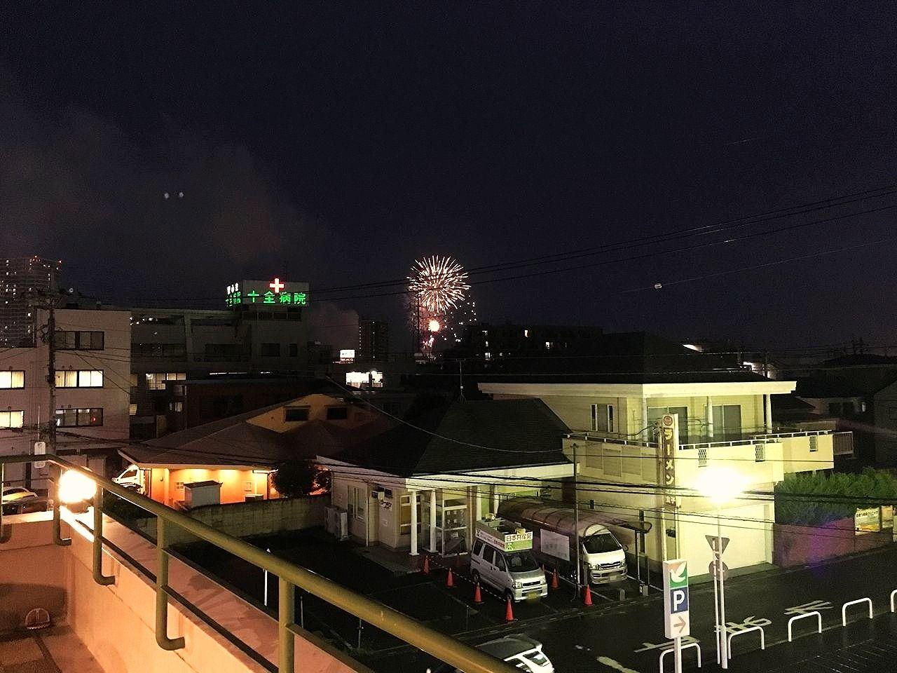 当社テナントビルのア・ス・ヴェルデにあるルーフガーデンから越谷の花火が見えます!!